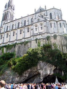 Lourdes cathedrale-grotte